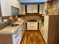 U-keuken in hoogglans vanille