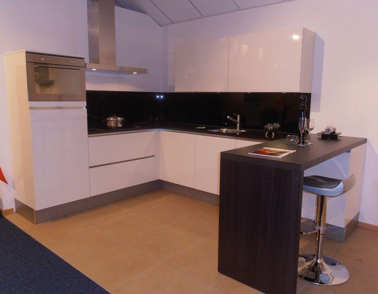 Keuken Greeploos Hoogglans Wit : woonwinkel van Nederland! Greeploze witte hoogglans keuken [50730